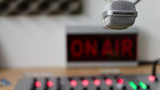 https://pixabay.com/photos/audio-sound-radiate-record-volume-3153963/